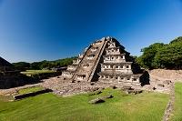 メキシコ エルタヒン 壁龕のピラミッド