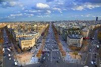 フランス パリ 紅葉したシャンゼリゼ通り