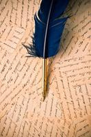 青色の羽と古いレターセット