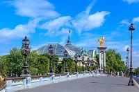 フランス パリ アレクサンドル3世橋とグランパレ