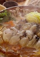 カキの土手鍋から立つ湯気