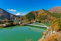 神奈川県 山北町 紅葉の丹沢湖