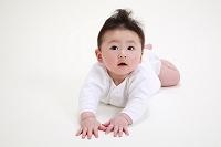 うつぶせの赤ちゃん(生後6ヶ月)