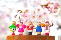 桜とスポーツのクラフト人形
