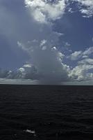 オセアニア 水平線とスコール