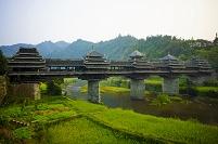 風雨橋と畑