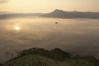 北海道 霧に覆われた摩周湖の朝