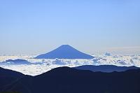 静岡県 上河内岳 夏の富士山と雲海