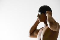 ゴーグルを着ける水泳選手