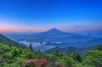 山梨県 富士山と河口湖 新道峠から