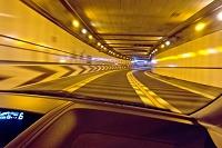 高速道路のトンネル走行
