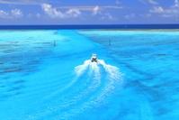 沖縄県 池間大橋の下に広がる青い海