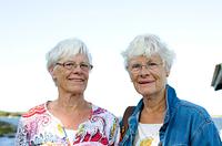 双子のシニア女性