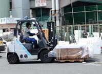 働く車 荷物を運ぶフォークリフト