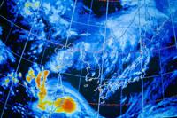 台風が接近中の日本周辺の天気図 CG