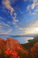 秋田県 紫明亭展望台から望む朝の十和田湖