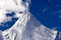 亜丁の雪山