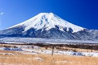 山梨県 梨ヶ原 雪景色と富士山