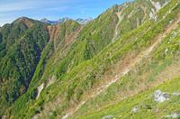 長野県 前常念岳から常念岳右と穂高岳左奥遠望