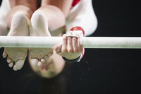 女子体操選手 段違い平行棒