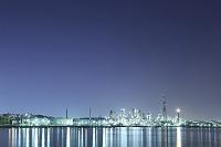 神奈川県 横浜市磯子区のコンビナートの夜景