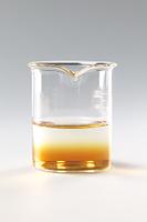 コーヒーシュガーが水に溶ける様子 B12-6