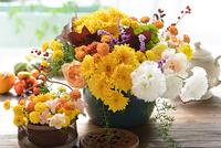 黄色い菊のフラワーアレンジメント