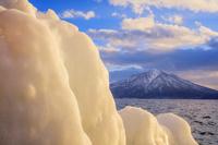 北海道 飛沫氷と支笏湖と風不死岳