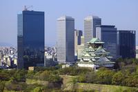 大阪城とOBPビル群