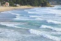 静岡県 台風でうねる伊豆白浜海岸