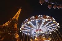 フランス パリ エッフェル塔とメリーゴーランド