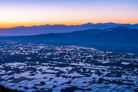 富山県 医王山から見た散居村と朝焼け