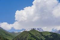 ジョージア カズべク山とツミンダ・サメバ教会