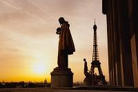 フランス パリ エッフェル塔の朝日 シャイヨ宮より
