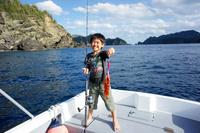 アカハタを釣った日本人の男の子