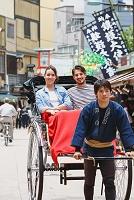 人力車を乗る外国人