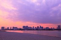 東京都 お台場の浜 夕景
