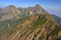 山梨県 八ケ岳 ギボシ峰から阿弥陀岳(左)と赤岳(右)