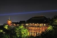 京都府 清水寺 千日詣りの境内ライトアップ