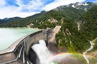 富山県 黒部ダムと虹