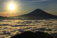 静岡県 バラの段 夜明けの富士山と朝日
