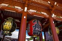 東京都 浅草寺の宝蔵門と提灯
