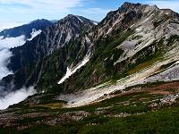 小蓮華岳より(右から)白馬岳、杓子岳、遠くに五龍岳と鹿島槍ヶ...