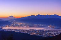 長野県 高ボッチ高原より富士山と南アルプスと諏訪湖朝景