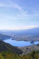 山梨県 新道峠から見る河口湖と街並み