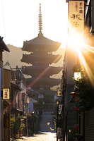 京都府 朝の八坂の塔(法観寺五重の塔)と八坂道