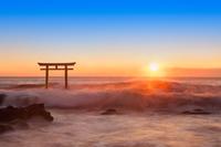 茨城県 朝の大洗海岸と神磯の鳥居