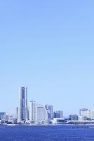 神奈川県 横浜 大黒大橋から望むみなとみらいとビル群
