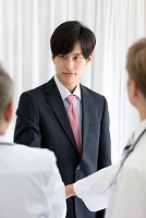 MRの日本人男性