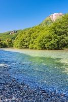 長野県 上高地の焼岳と梓川